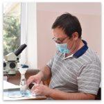 Denis Profesor de Biología de la Escuela Miriya Odessa
